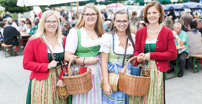 Mädls am Bauernmarkt 2017 in Harmanschlag